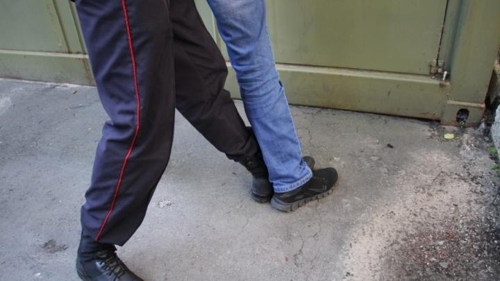 Жители Новодвинска взяли должника в плен и угрожали отпилить руку
