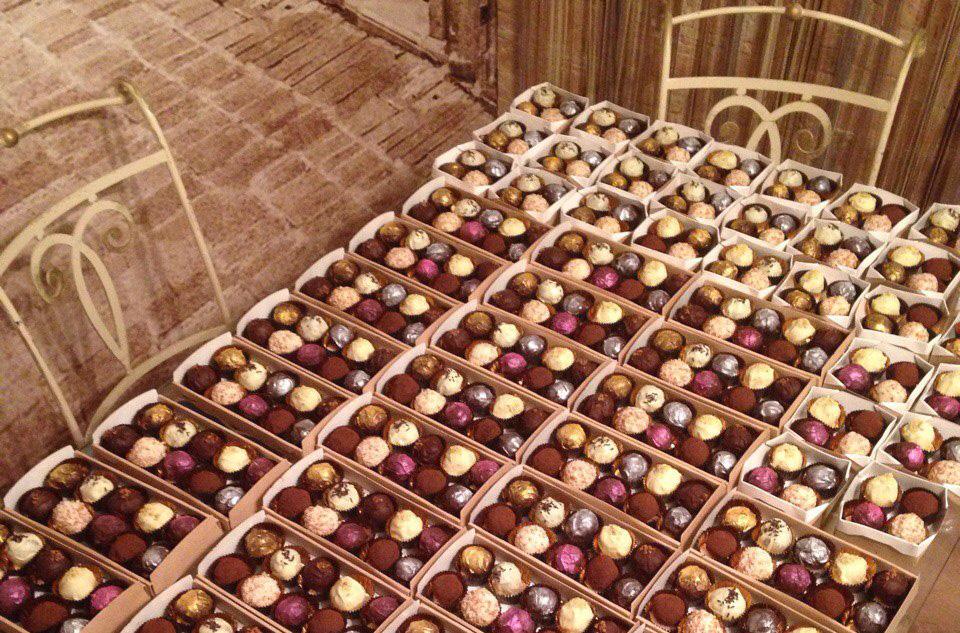 К ярмарке хендмейкеров Олеся приготовила тысячу конфет, помогала вся семья