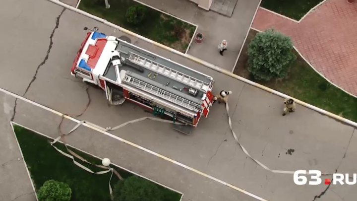 В Самаре огнеборцы и спасатели впервые боролись с условным пожаром на высоте более 50 метров