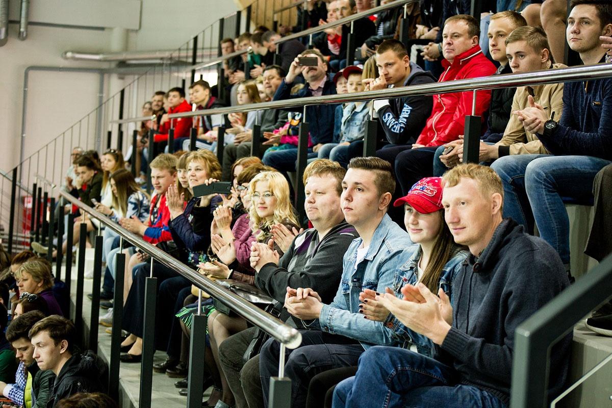 Трибуны были заполнены желающими посмотреть матч