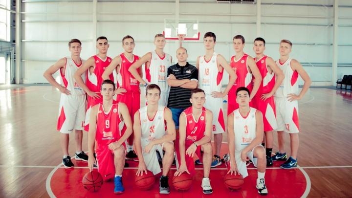Чемпионы Волгограда по баскетболу ищут деньги на игру в финале