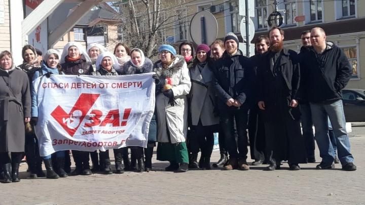 «Улыбнитесь, ваша мама выбрала жизнь»: пролайферы Поморья провели акцию в защиту нерожденных детей