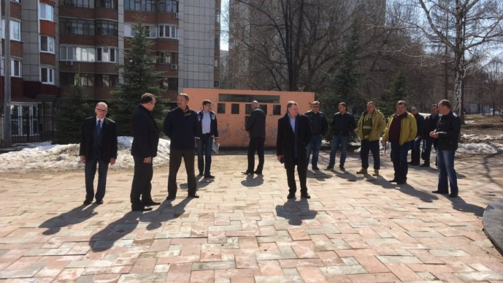 «Плавающую» плитку в парке Металлургов заменят до 30 апреля