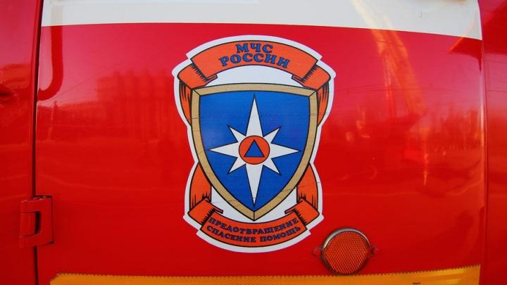 В Тольятти из-за пожара в многоэтажке спасатели эвакуировали 16 жильцов: погиб 78-летний мужчина