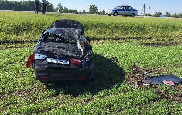 Автомобилистка попала в ДТП на тюменской трассе, пытаясь отмахнуться от жука