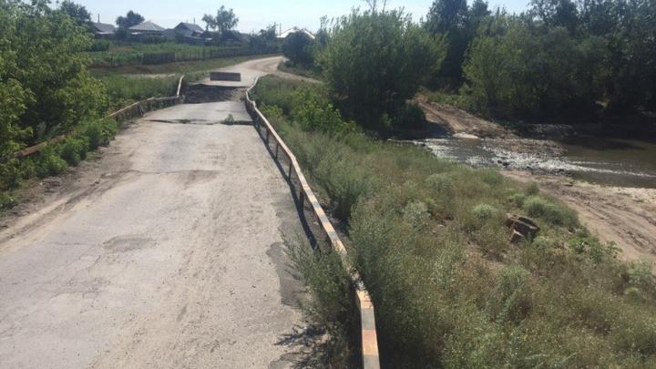 В Ростовской области в хуторе Ильинка полгода нет моста, соединяющего две части населенного пункта