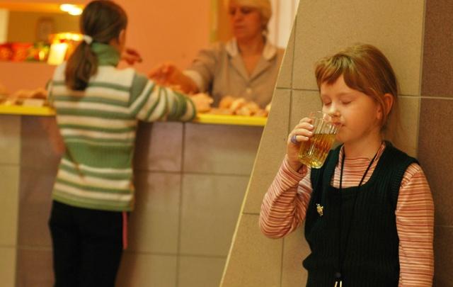 В школьных лагерях Самарской области детей будут кормить лишь два раза в день