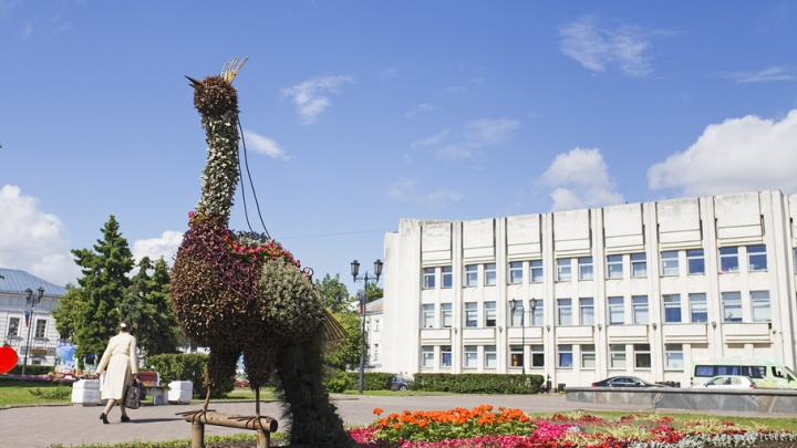 Жар-птица, матрешки и волшебный цветок: как украшают центр Ярославля