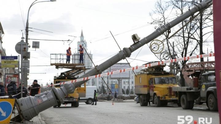 Фонарь убрали: движение на Комсомольском проспекте в Перми восстановлено