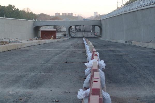 К открытию готовят одну из двух секций тоннеля: по ней можно будет ездить в город и из города