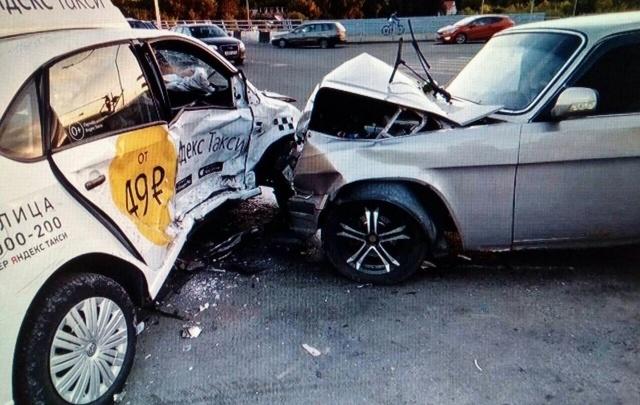 В Челябинске такси попало под удар «Волги»