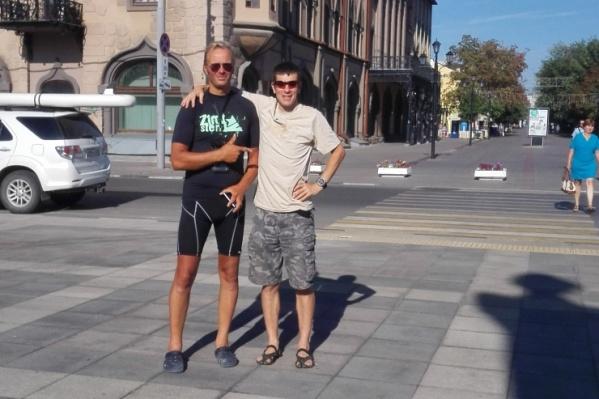 В каждом городе Эрик Демчук знакомится с местными жителями