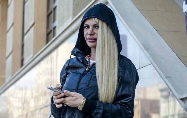 Секс-бомба Элина из Ростова требует от хирурга компенсацию за плохую «пластику»