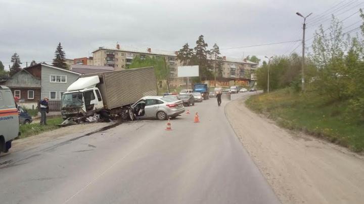 В Миассе водитель Ford погиб в столкновении с грузовиком