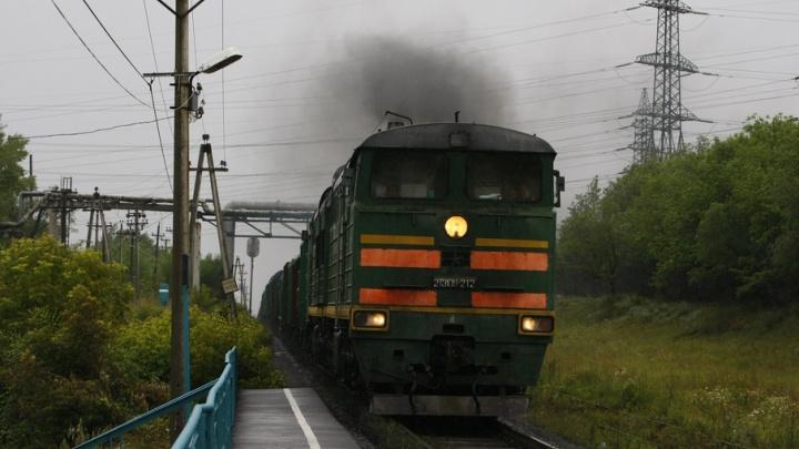 На станции в Челябинске с крыши поезда до Нижневартовска сняли «автостопера»