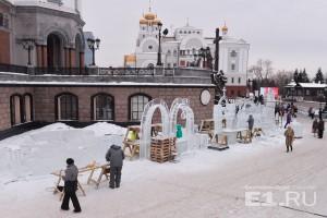 Праздник ледовой скульптуры проходит на площадке перед Храмом-на-Крови