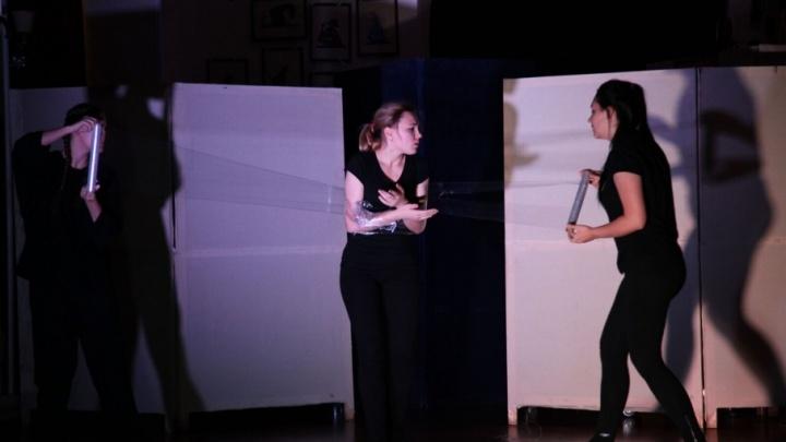 Волгоградские актеры без стеснения раскрыли чакры на сцене