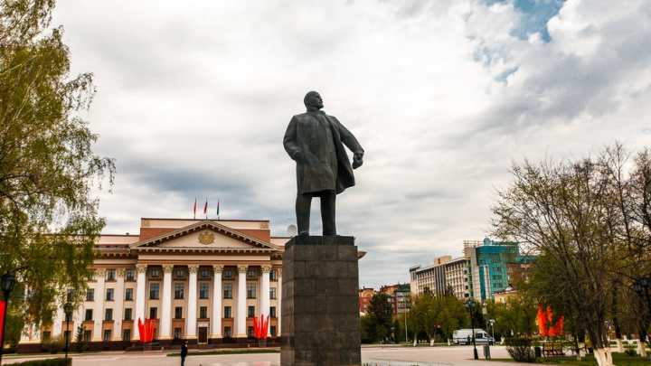 Китайцев хотят заманивать в Тюмень восковым Лениным
