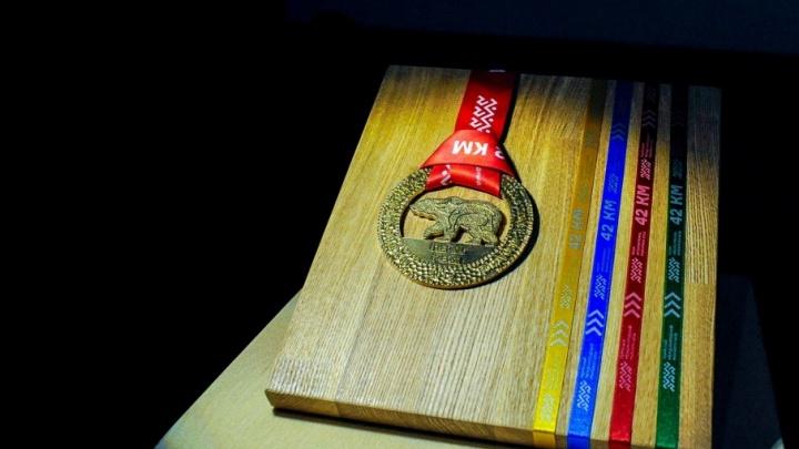 В центре — медведь: в Перми презентовали медаль второго международного марафона