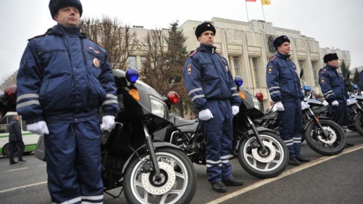 Ярославским полицейским подарили автомобили и мотоциклы BMW