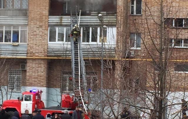 В Самаре пожарные спасли мужчину из горящей квартиры