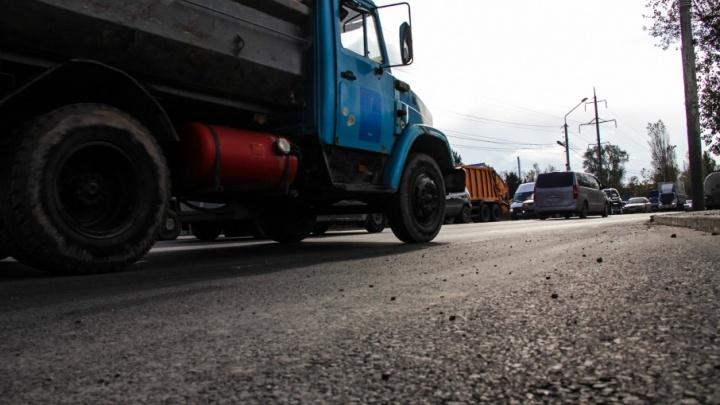 Убирать снег, латать ямы и чистить бордюры: в Аксае на содержание дорог потратят 18,2 млн руб