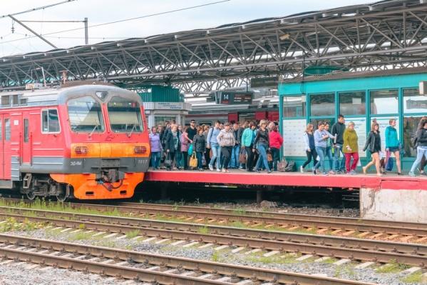 Вагоны дневных поездов оснащены сидячими местами