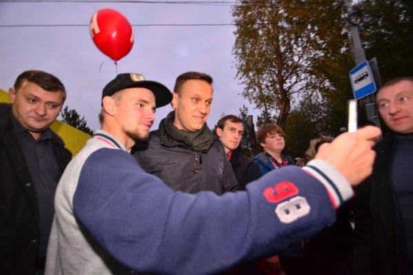 После официальной части Навального горожане отпускать не хотели