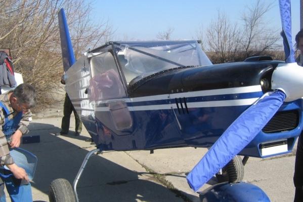 Самолет днем обрабатывал поля