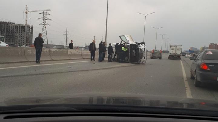 «Lexus что-то приуныл»: в утреннем ДТП на тюменской объездной перевернулась иномарка