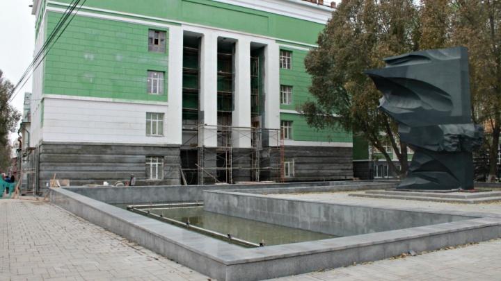 «Каждая из 12 струй будет выделяться»: в Самаре фонтан «Красное знамя» украсили подсветкой