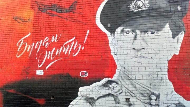 Ко Дню Победы в Архангельске создают большой граффити-портрет советского актёра Леонида Быкова