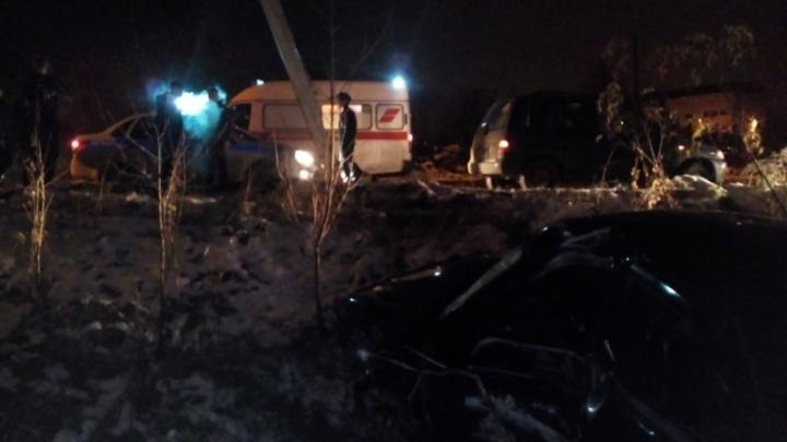 В Рыбинске «десятка»  снесла придорожный столб: есть пострадавшие