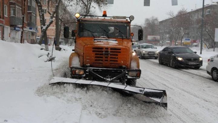 В Самаре снег с улиц убирают 156 спецмашин и 200 рабочих