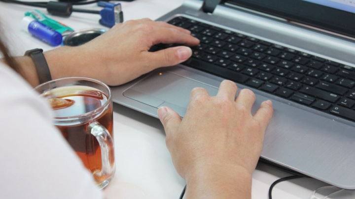 Не тратить время на дорогу и экономить на проезде: 97% ростовчан мечтают работать из дома