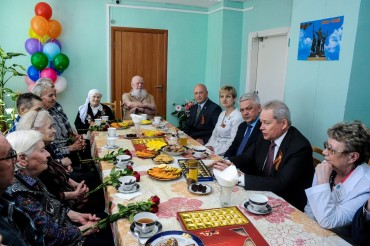 Виктор Басаргин поздравил ветеранов Великой Отечественной войны