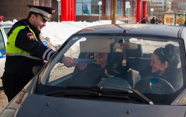 «Цветочный патруль» ГИБДД вышел на улицы Архангельска