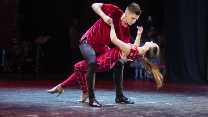 Полеты и пируэты: фоторепортаж с танцевального чемпионата в Архангельске