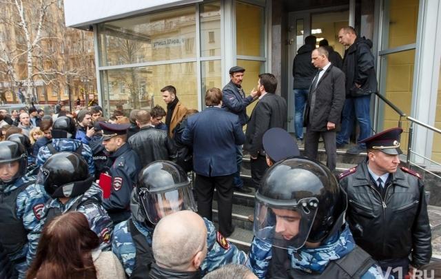 Полиция начала проверку по факту нападения на Навального в Волгограде
