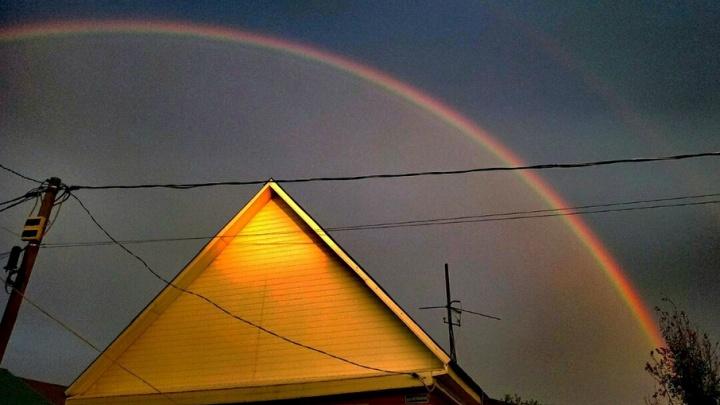 Смотрите, их две: эксперт объяснил, почему после дождя над Тюменью опять повисла двойная радуга