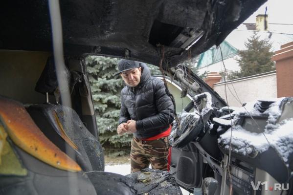 Огонь уничтожил салон и двигатель иномарки