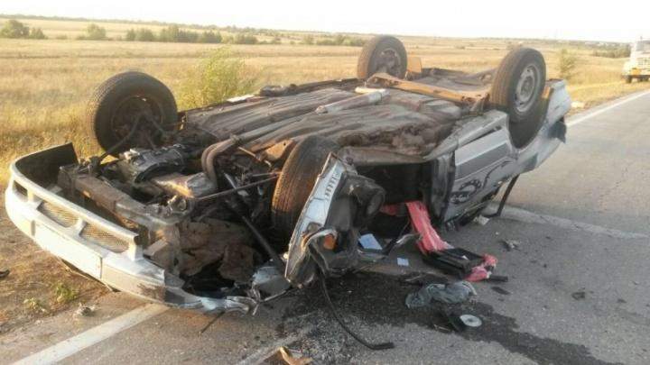 В Хворостянском районе «пятнадцатая» перевернулась на крышу после ДТП с трактором