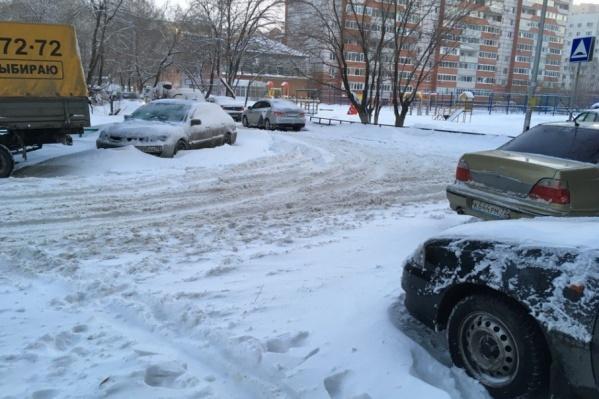 Утром во дворы отказывались заезжать даже таксисты