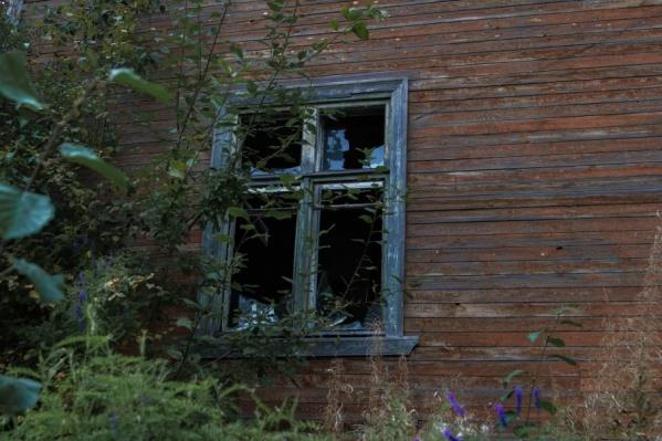 Вовремя приехавшие пожарные спасли дом, где до сих пор живут, от большого пожара