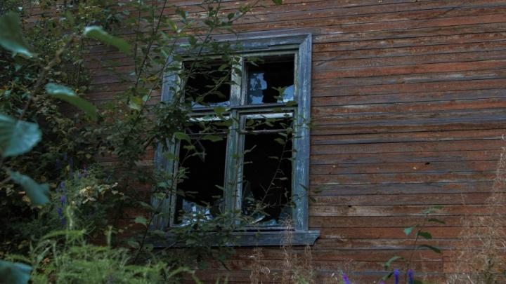 В Коноше подожгли деревяшку, предназначенную под расселение