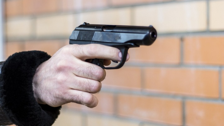 В центре Ростова один водитель угрожал другому пистолетом, а потом скрылся
