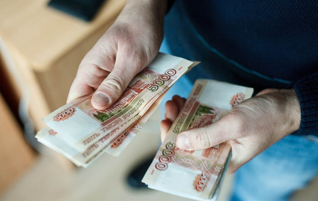 Мастер по ремонту холодильников и дизайнер: кто зарабатывает больше всех в Тюмени