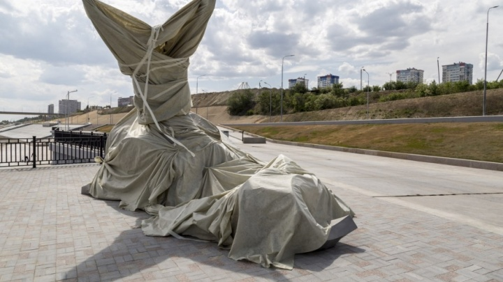 Завернутая в пакеты «Волна» ждет звездного часа в Волгограде