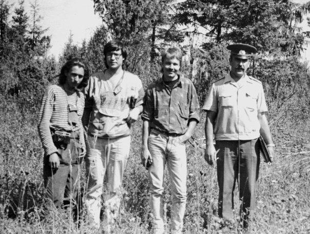 Конец 1980-х. Пекка Хаависто (третий слева) вместе с Антоном Лустбергом и Владимиром Гущиным из петербургского отделения Всероссийского общества по охране природы в сопровождении милиции исследует особо охраняемые природные зоны под Петербургом.