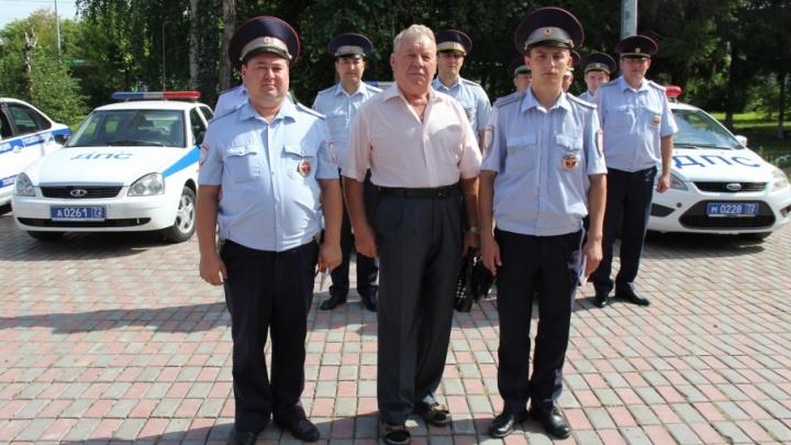 «Я молился, чтобы встретить машину ГИБДД»: в Тюмени инспекторы спасли пенсионерку, потерявшую сознание